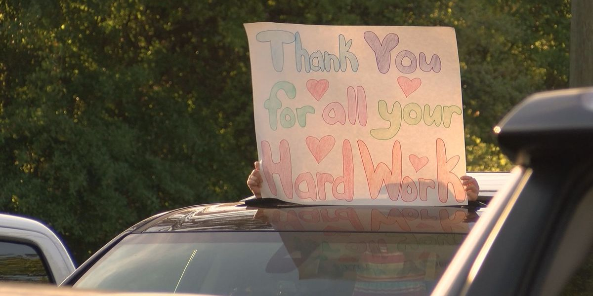 Hinesville community thanks hospital workers from parking lot