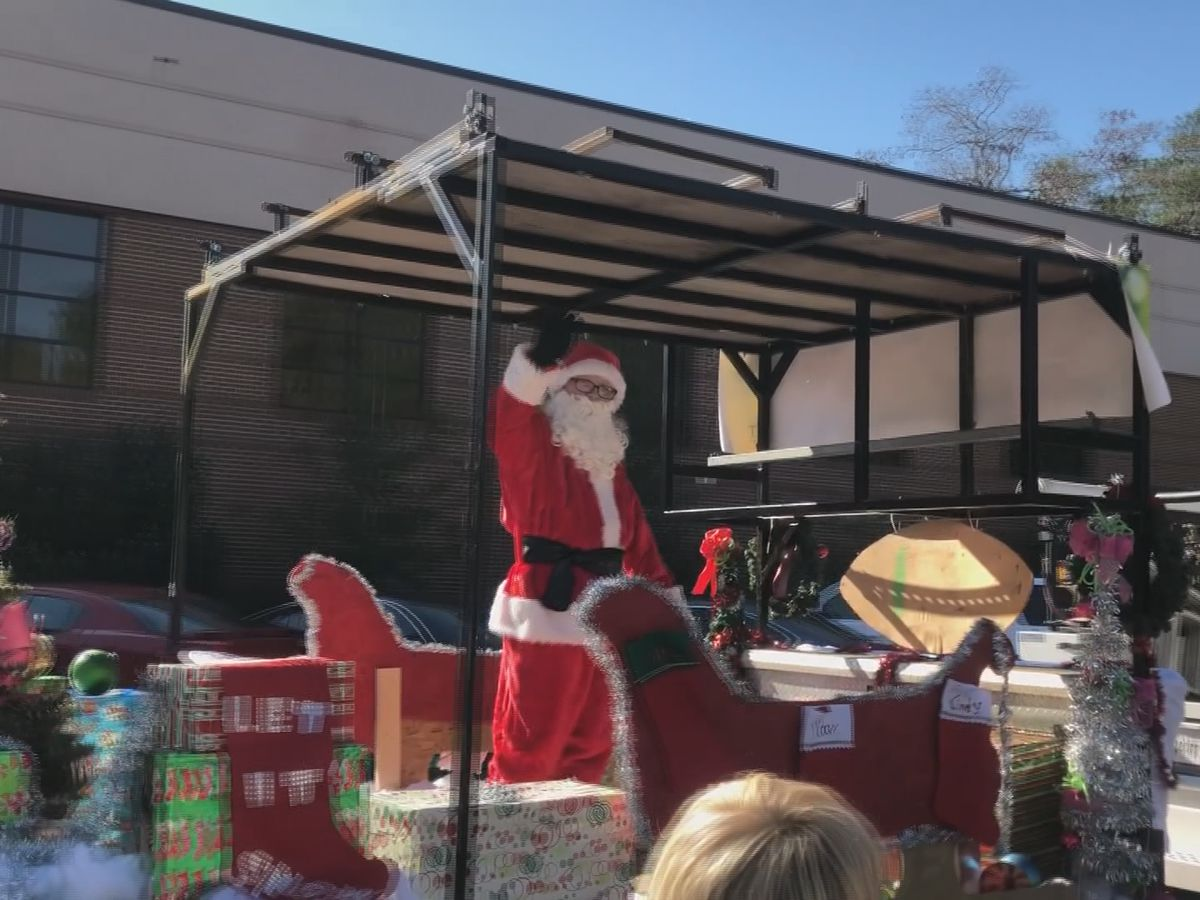 Rincon celebrates Christmas early with parade