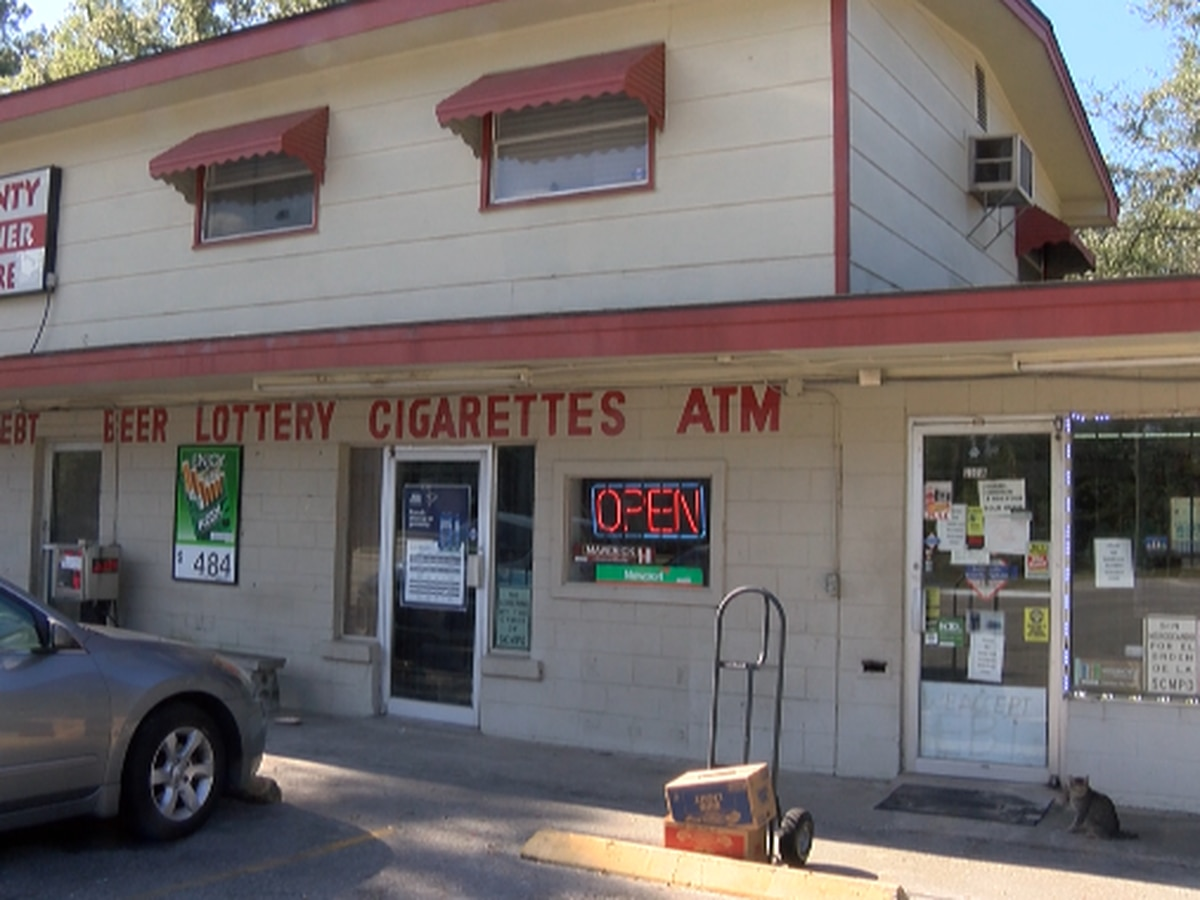 Thieves rob convenience store at gunpoint