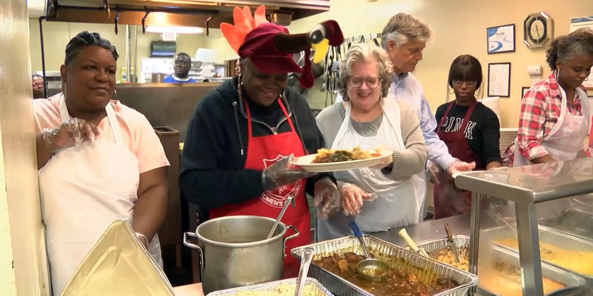Salvation Army feeds hundreds of people on Thanksgiving in Savannah