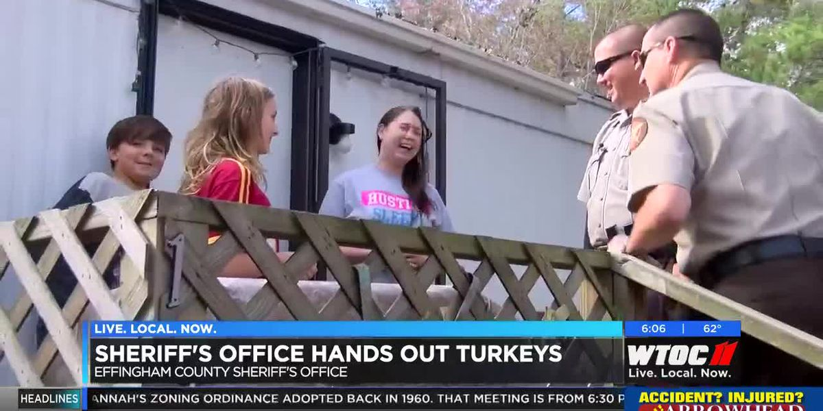 ECSO gives out turkeys