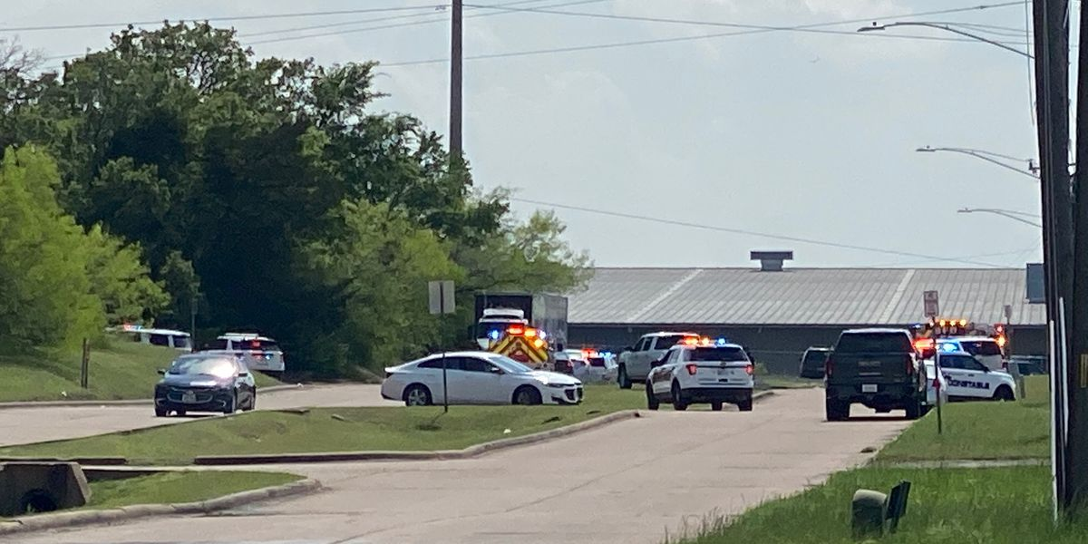 Police: Employee kills 1, wounds 5 at Texas cabinet business