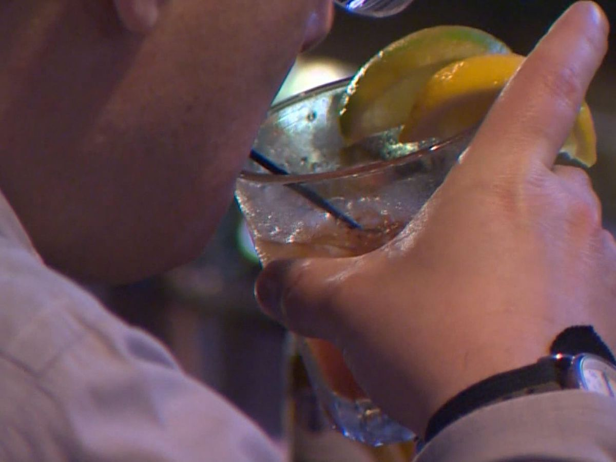 Gov. McMaster issues executive order prohibiting bars, restaurants from selling alcohol past 11 p.m.