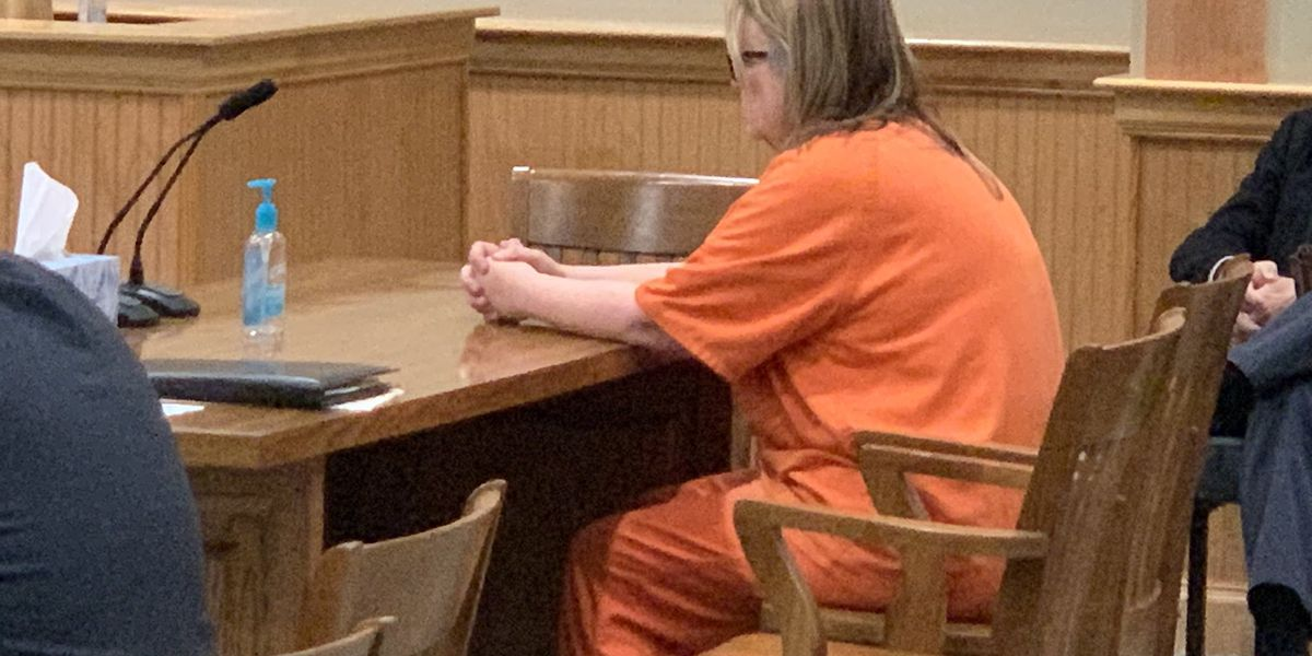 Wayne County woman accused of stealing senior trip money back in court