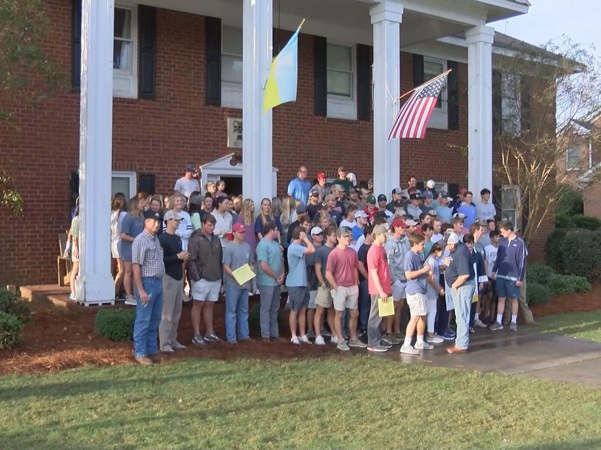 Georgia Southern fraternity spends Saturday helping others