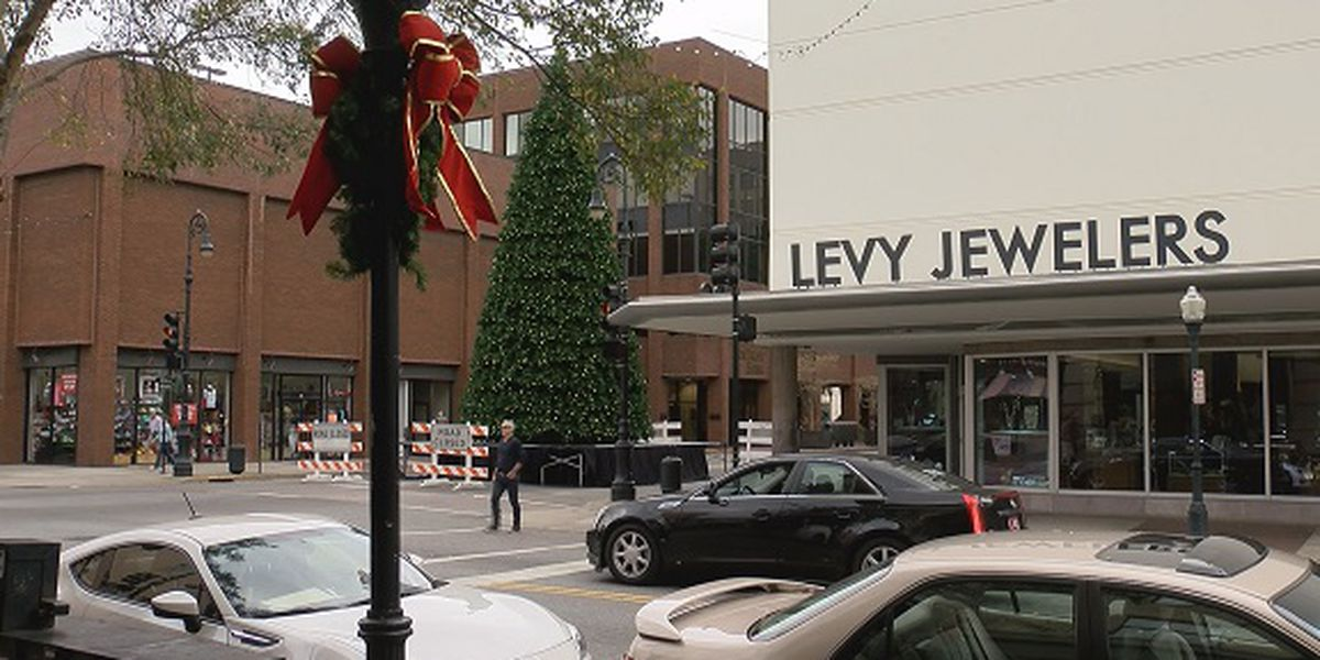 Downtown businesses working to fund Christmas decorations after city cutbacks