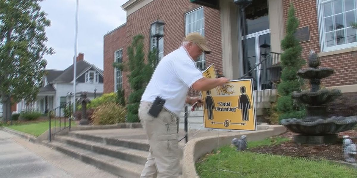 Wayne Co. leaders using signs to remind community of social distancing