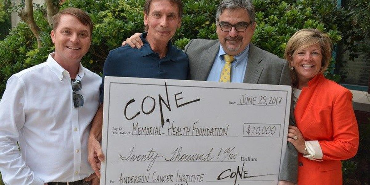 Savannah artist presents Anderson Cancer Institute with donation check of $20,000