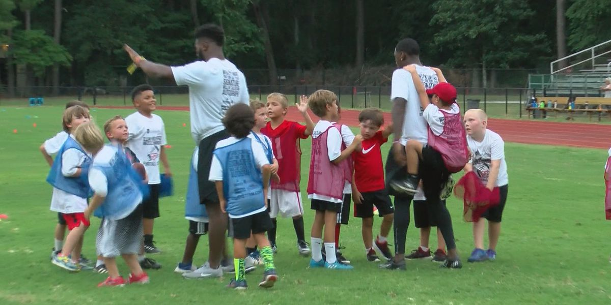Former Georgia Bulldogs host Savannah football camp