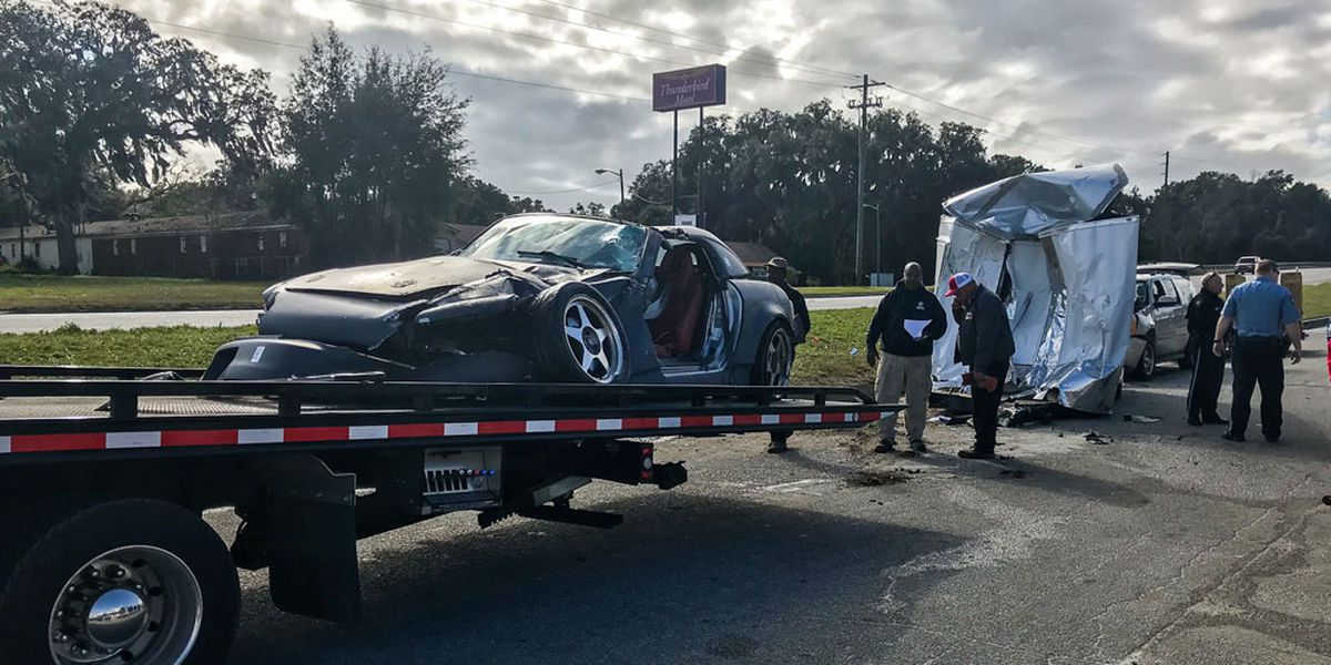 2 injured in crash on Ogeechee Road