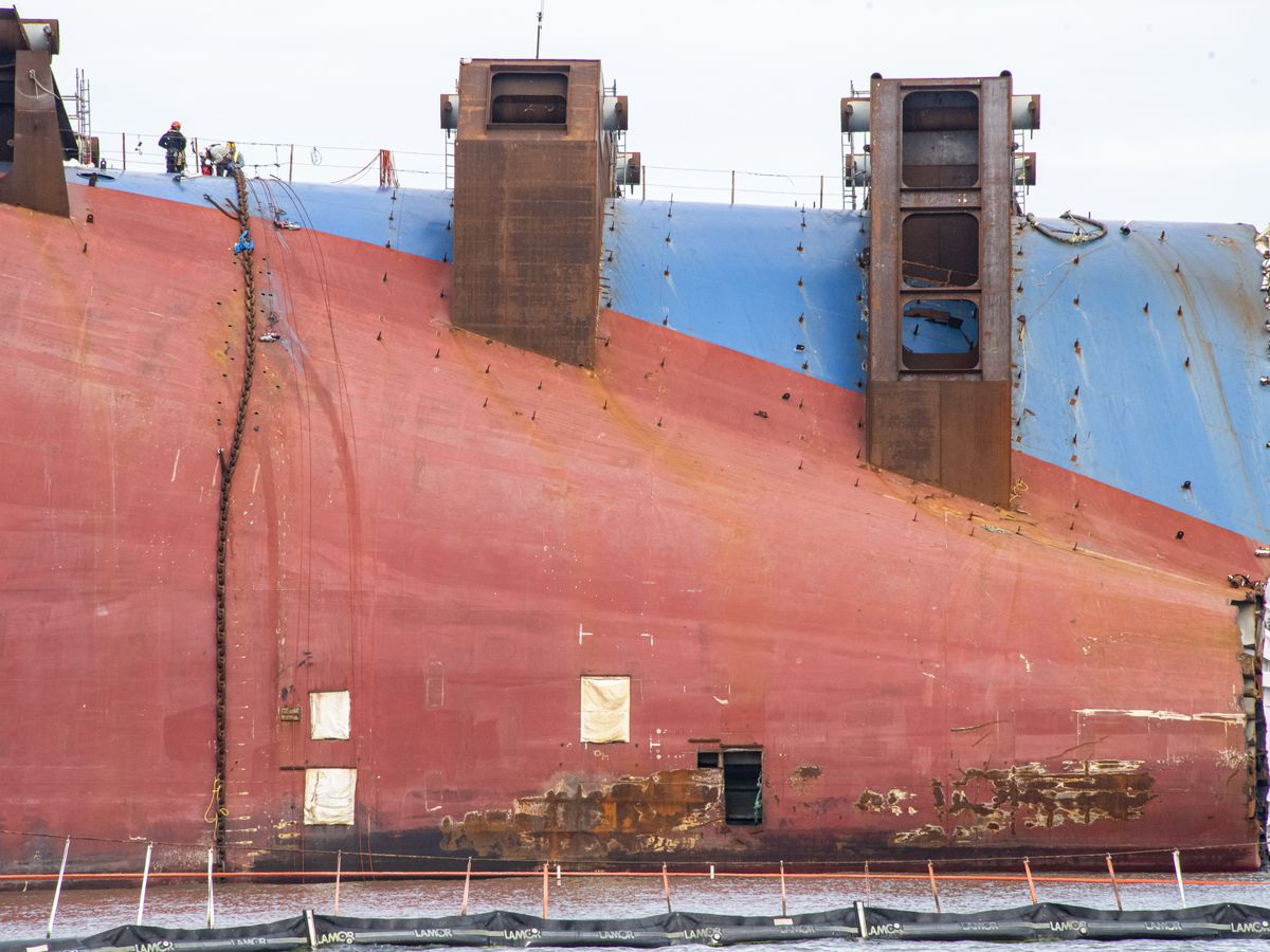 Crews prepare to separate Section Seven of Golden Ray wreck