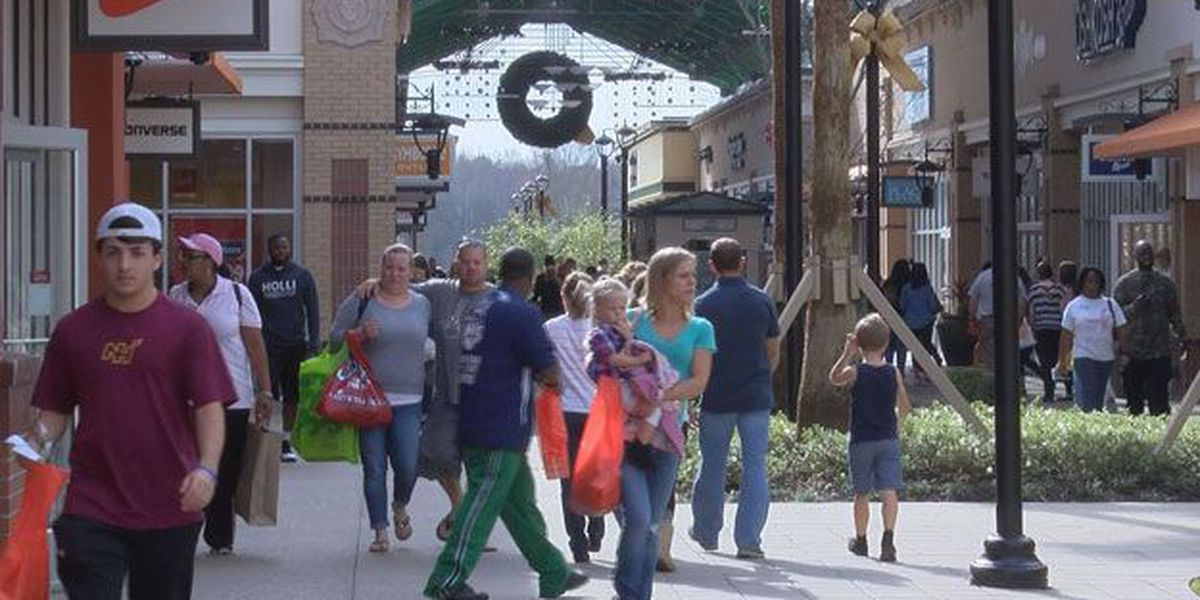 Tanger Outlets in Pooler packed with last minute Christmas shoppers