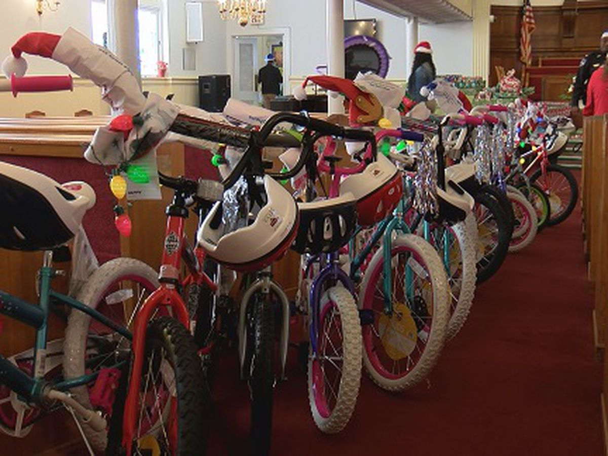 Good News: Officers deliver gifts to Urban Hope