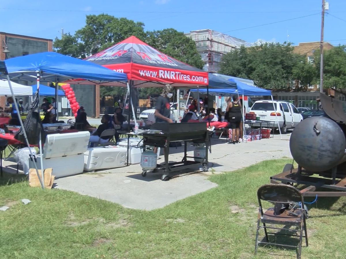 'C-Port Love Day' hosts food giveaway