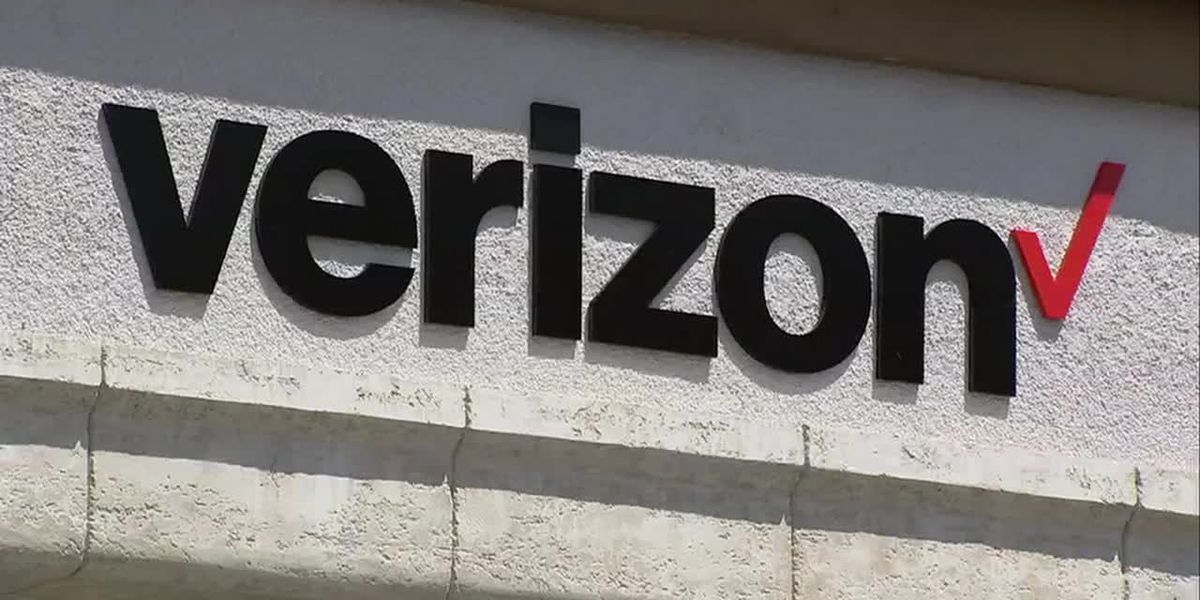 Verizon Wireless offering free cell service to customers