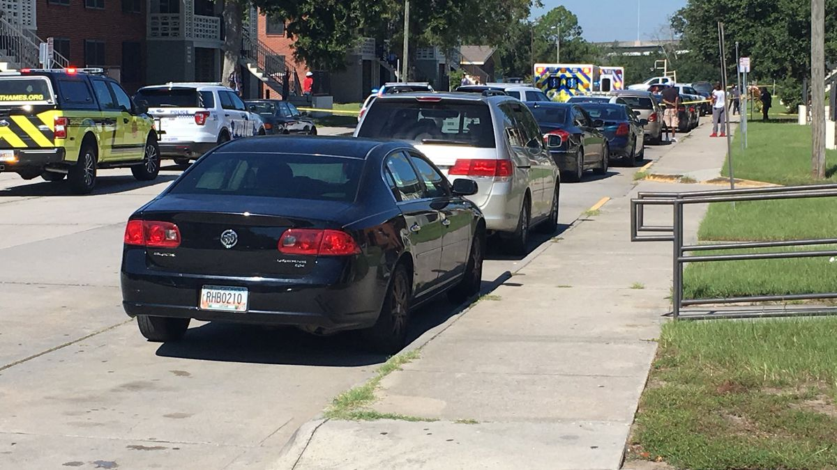 Man in custody after woman shot on Draper Street in Savannah