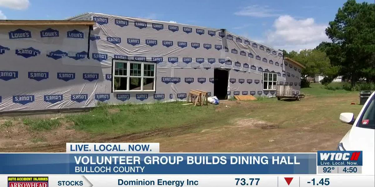Volunteer group helping build dining hall at Seventh Mile Farm