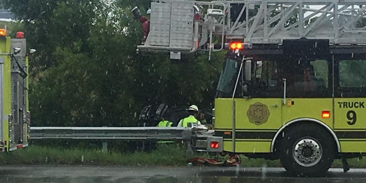Wreck closes one lane of eastbound Hwy 204 near I-95 ramp