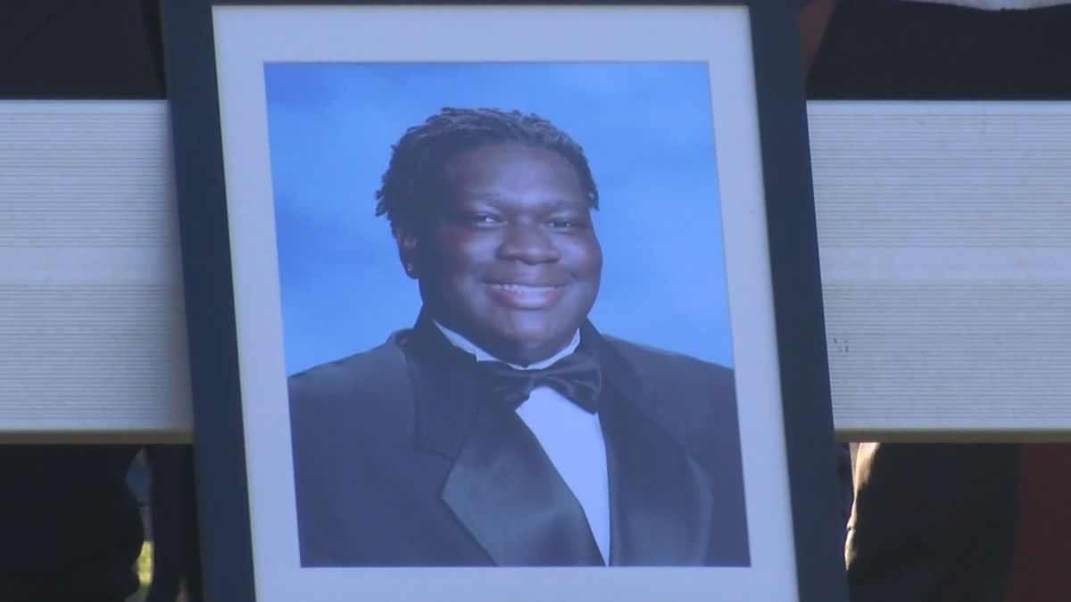 Bluffton community gathers to remember high school student shot and killed in car