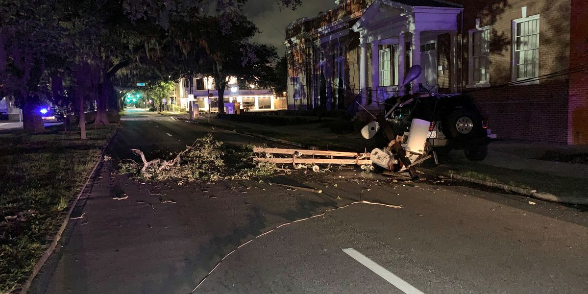 Single-vehicle crash knocks down power lines on East 37th Street in Savannah