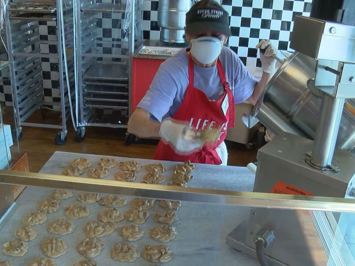 Holiday online sales helping candy shops survive amid pandemic