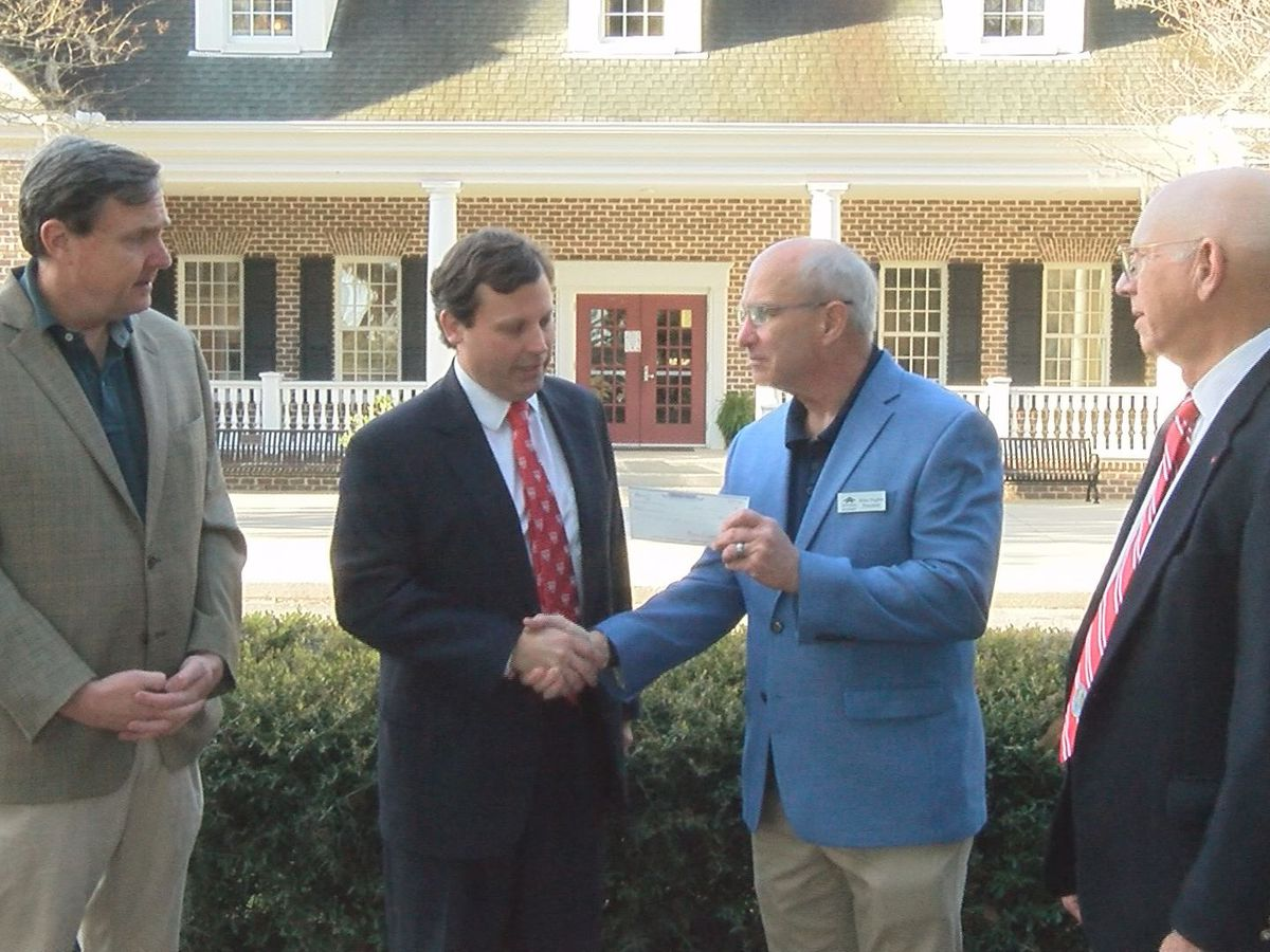 Ga Society of Colonial Wars presents Bethesda Academy with $3K donation