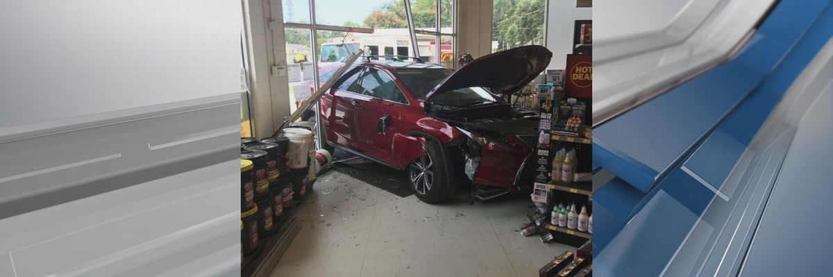 Car crashed into building on Ribaut Road