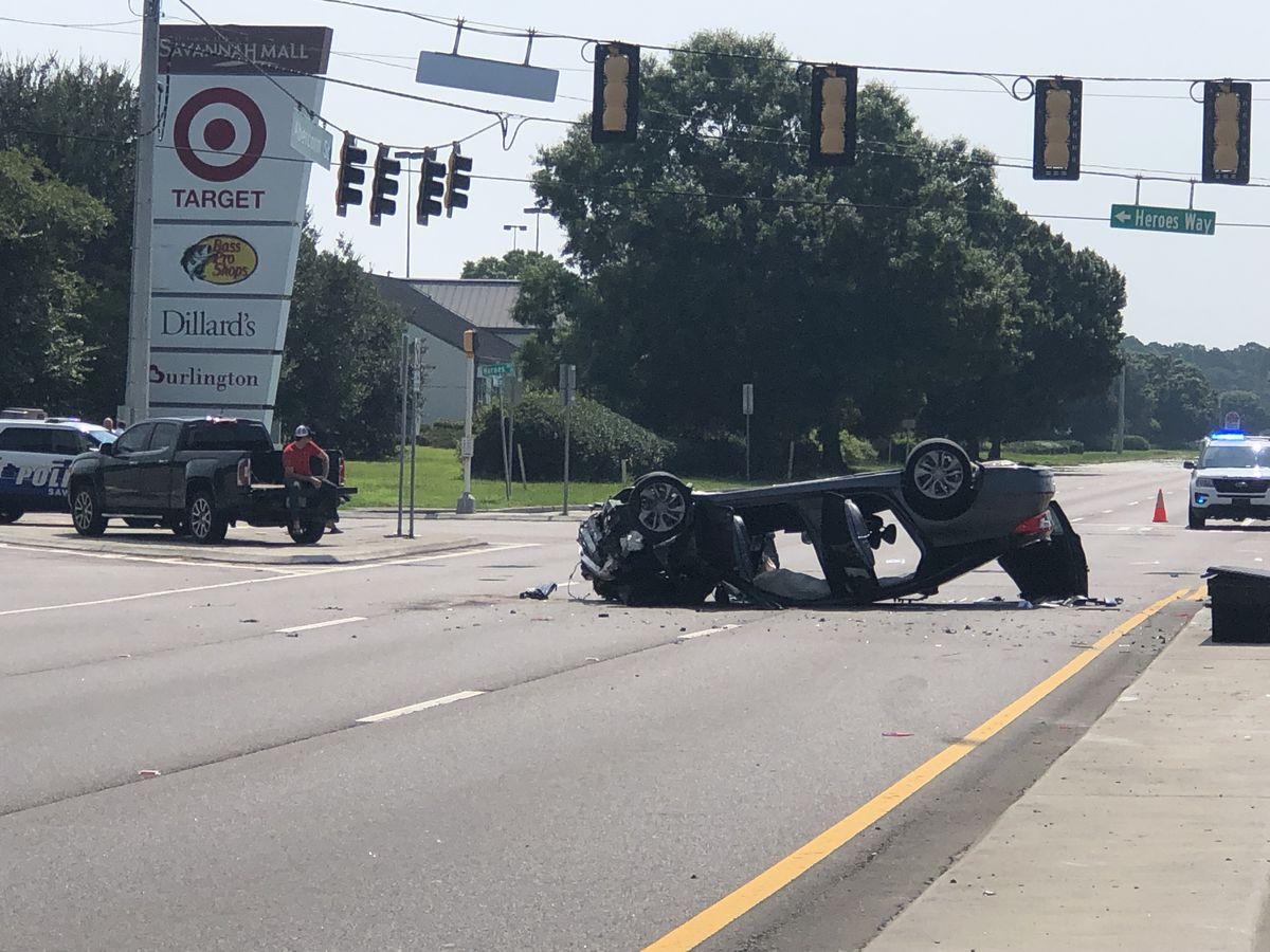 Westbound lanes of Abercorn Street back open near Rio Road after multi-vehicle crash