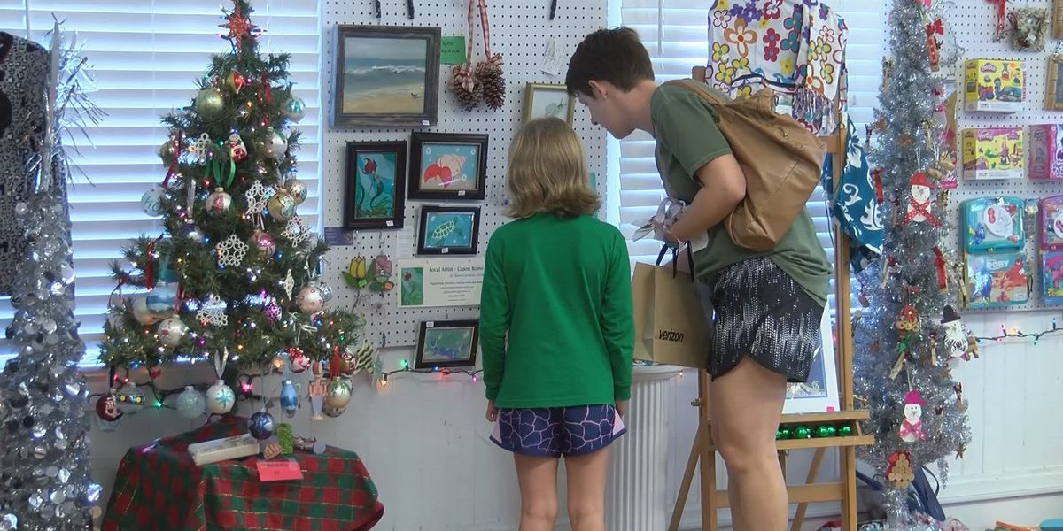 """Tybee Arts Association hosts """"House of the Christmas Mouse"""""""