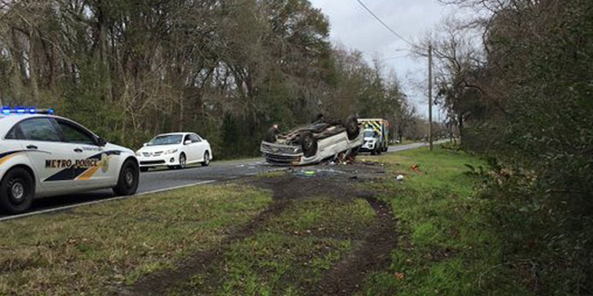 1 lane of Stiles Ave. closed at Ogeechee Rd. due to overturned vehicle