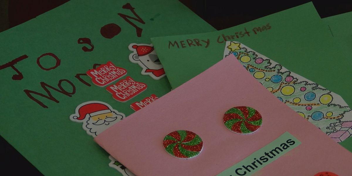Students make holiday cards to spread cheer at Memorial Health
