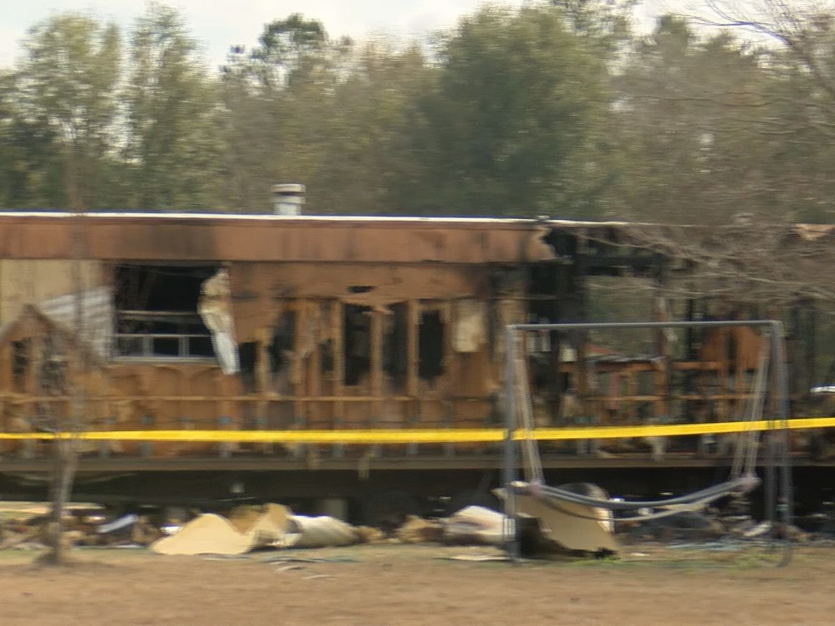 Fire destroys mobile home in Ellabell