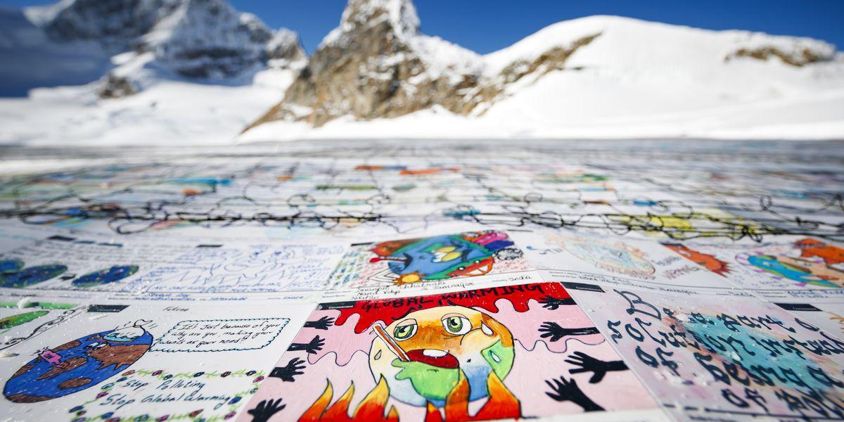Kids' postcards blanket Alpine glacier in eco-friendly stunt