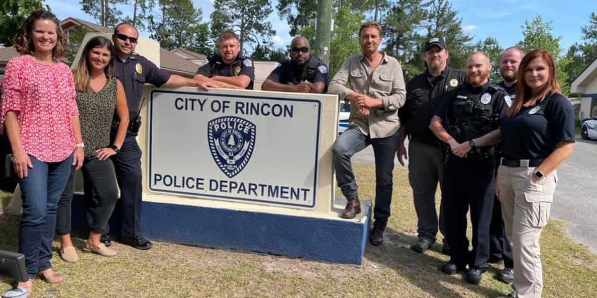 Gerard Butler takes pictures with Rincon PD during filming break