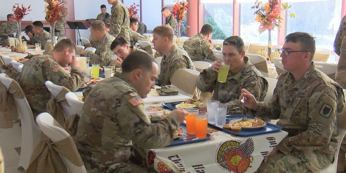 Ft. Stewart soldiers served Thanksgiving meal