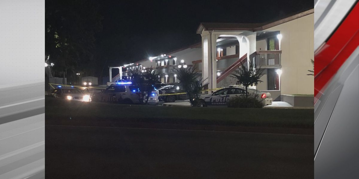 Savannah Police investigating after body found in car in hotel parking lot