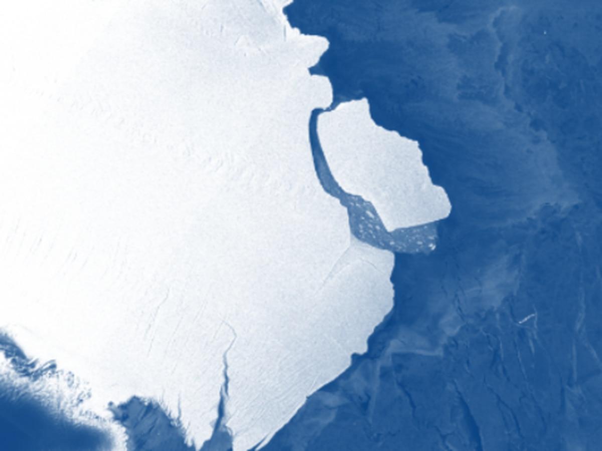 347 billion ton iceberg unexpectedly breaks off Antarctica