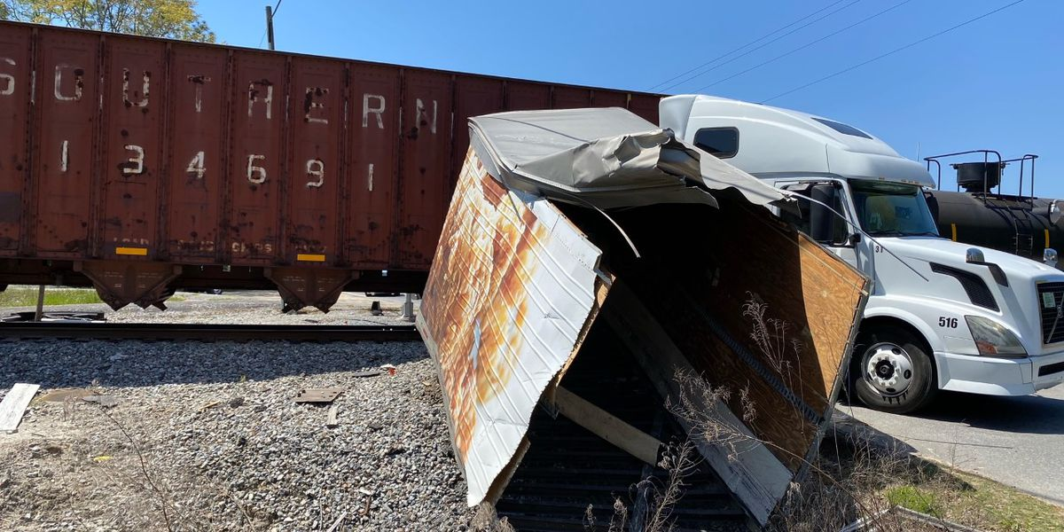 No injuries reported after train hits semi on Blue Jay Road in Effingham Co.