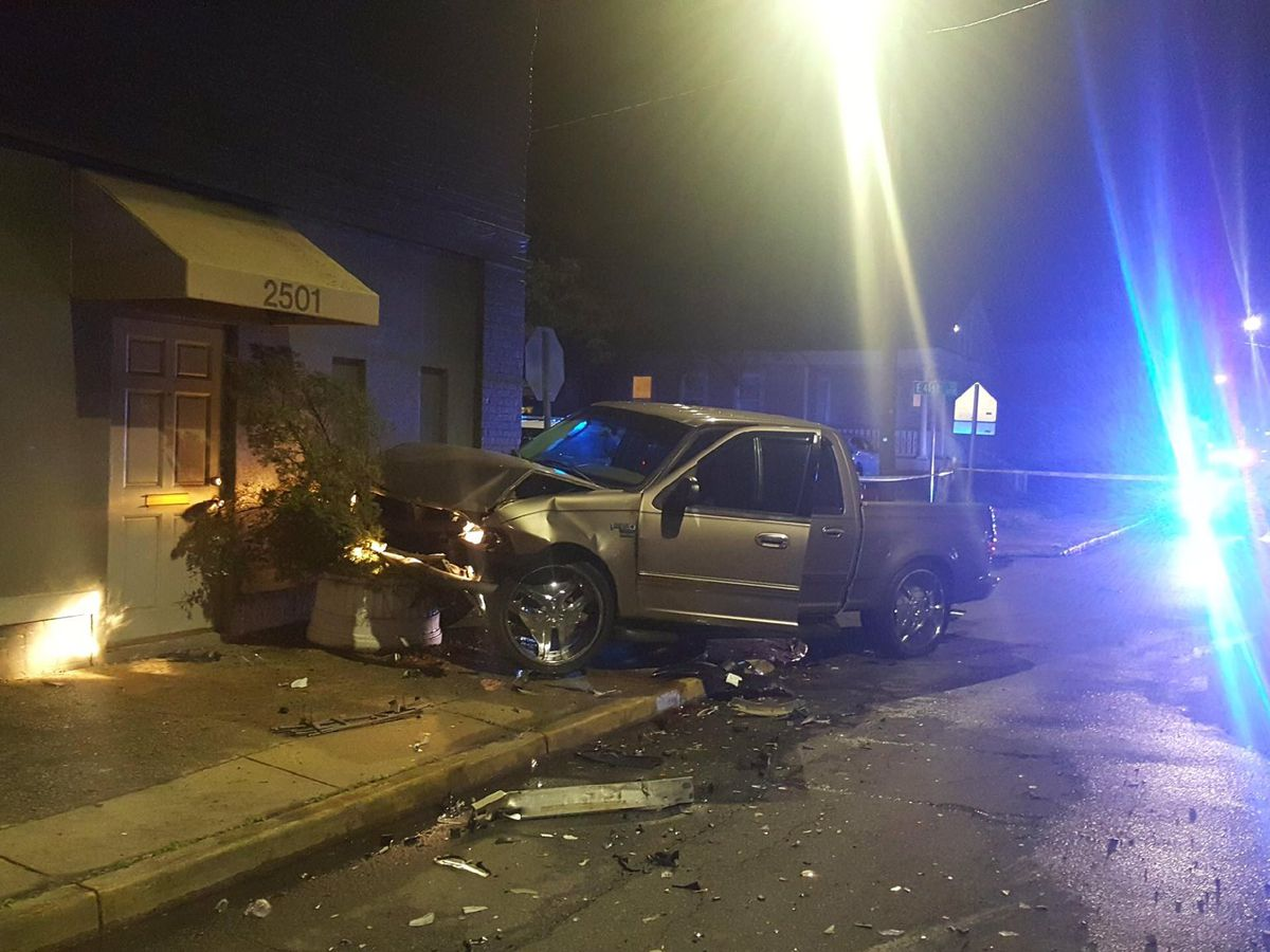 Waters Avenue between Victory and 40th closed after two-vehicle crash