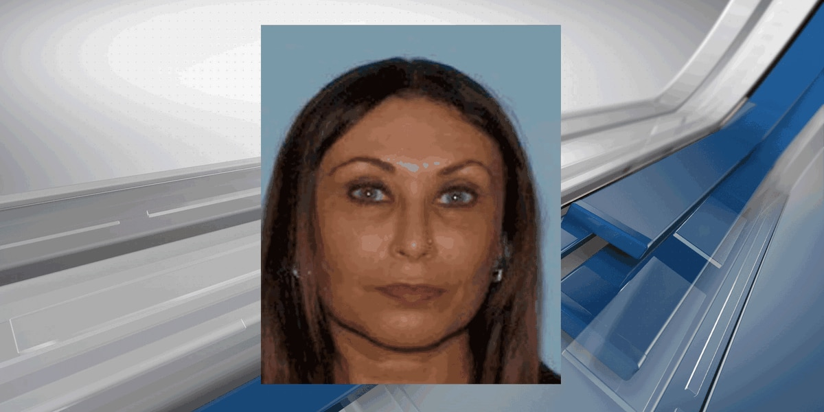 Savannah woman wanted for fraud, forgery