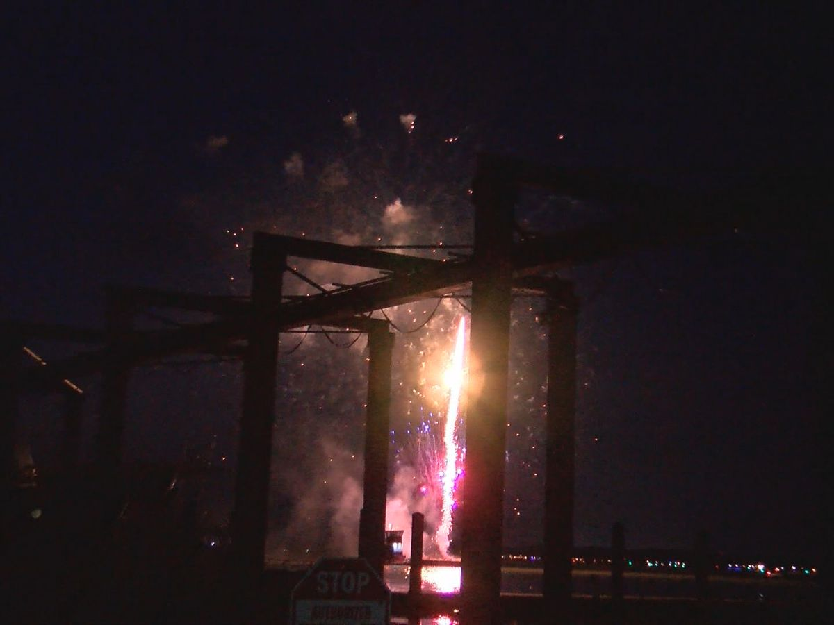Dozens show up to watch fireworks show over Skidaway River