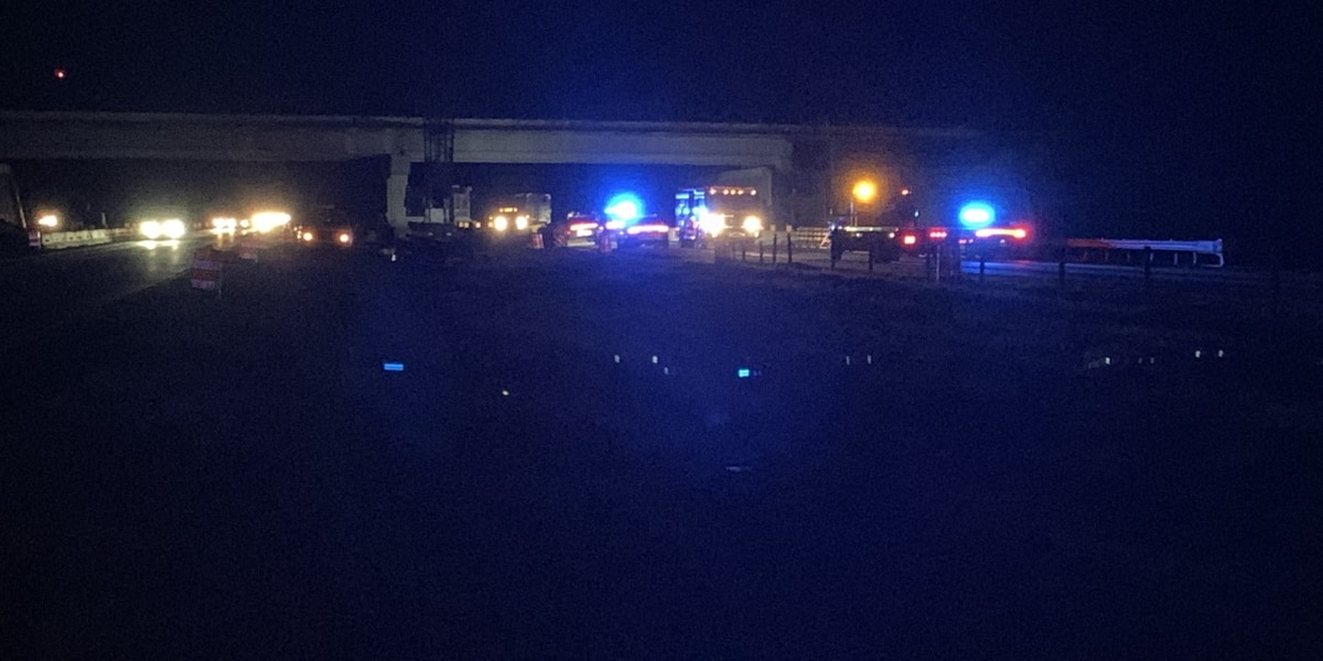Westbound I-16 closed near Old River Road after fatal wreck