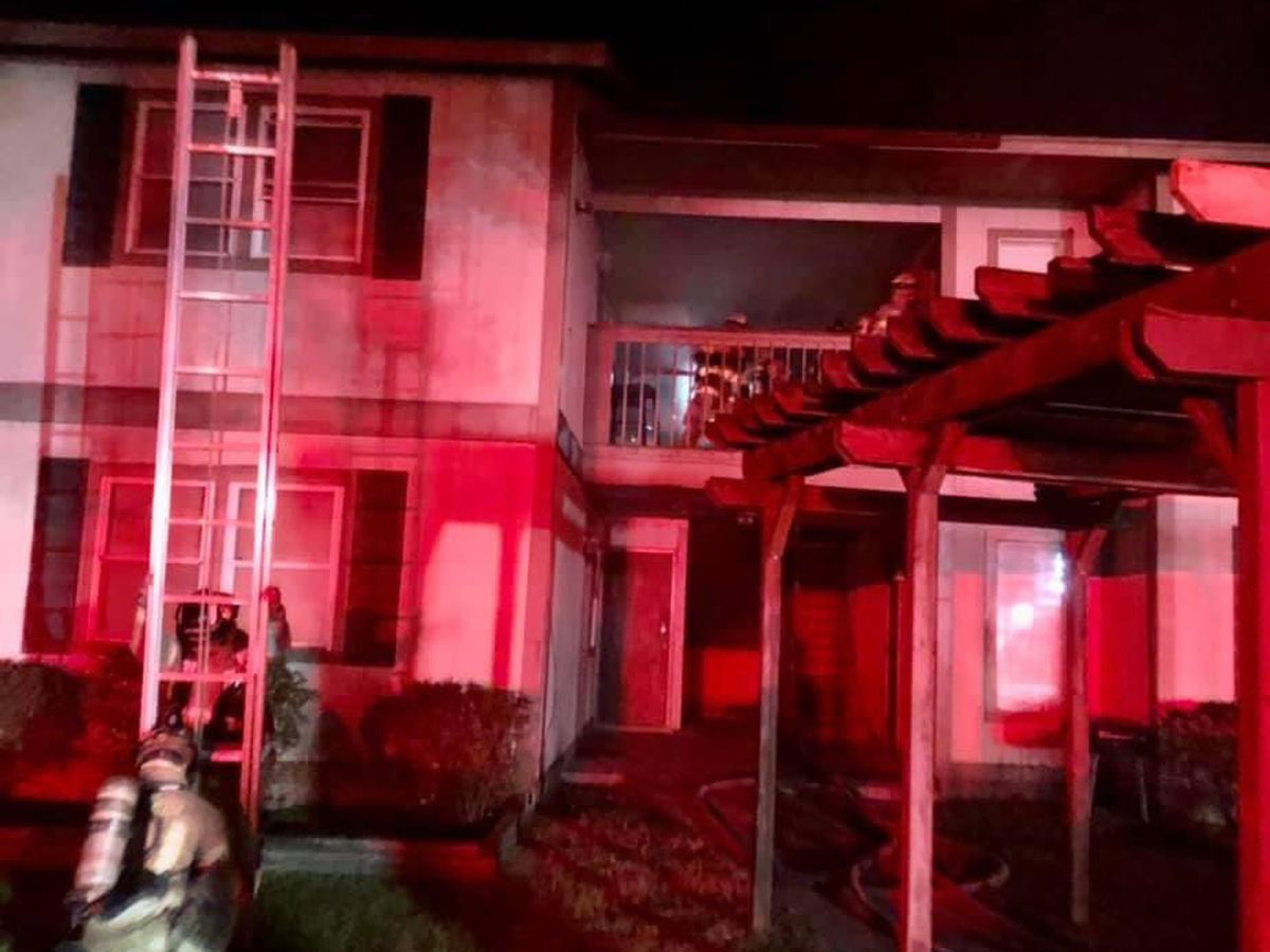 5 people displaced after early-morning apartment fire in Savannah