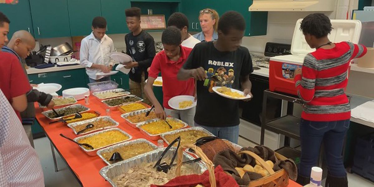 Students in Statesboro use classroom skills to prepare Thanksgiving meal