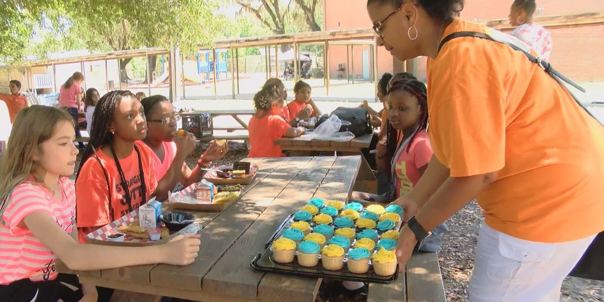 Peach State Health Plan's Mobile Market visits Savannah to celebrate end of school year