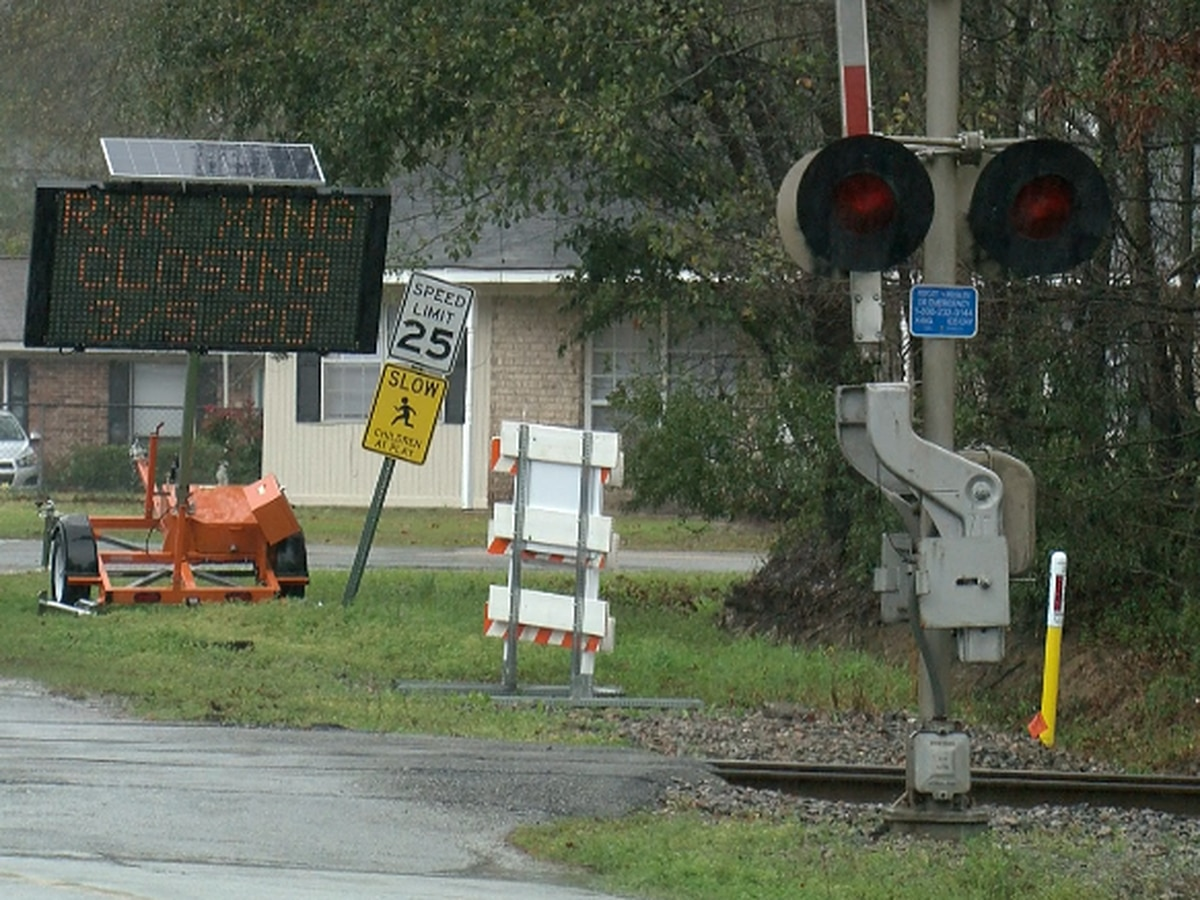 Entire Rincon neighborhood isolated due to railroad crossing closure