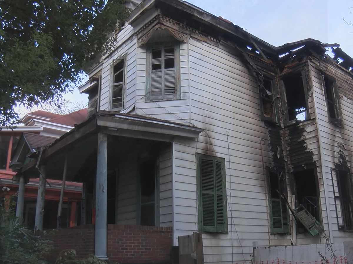 Savannah Fire investigates after dangerous blaze condemns 2 homes