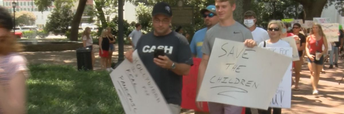 'Save the Children' flash rally brings awareness to human trafficking