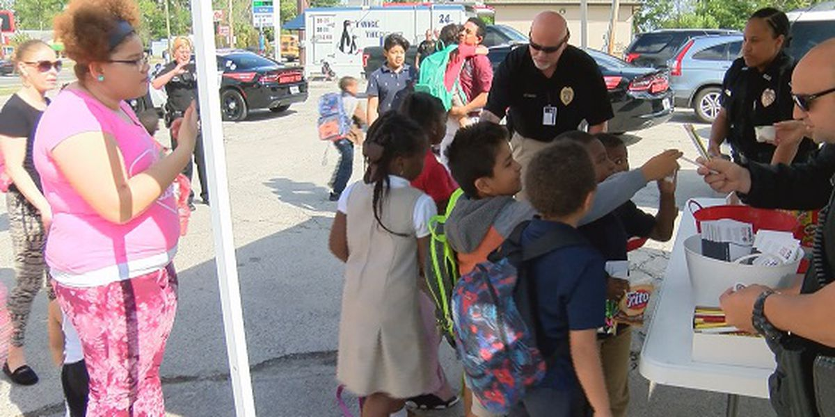 Garden City Police host 'cops at bus stop' initiative