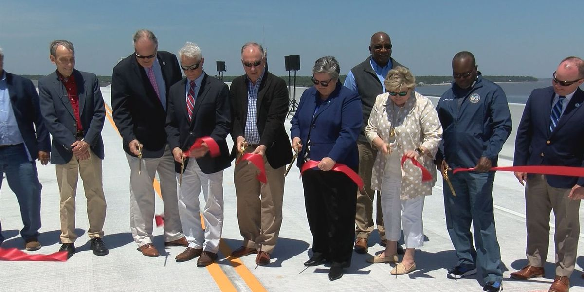 Ribbon-cutting ceremony opens new bridge over Harbor River